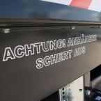 """Sticker """"Achtung! Anhänger schert aus!, eenvoudig te bestellen in onze webshop!"""